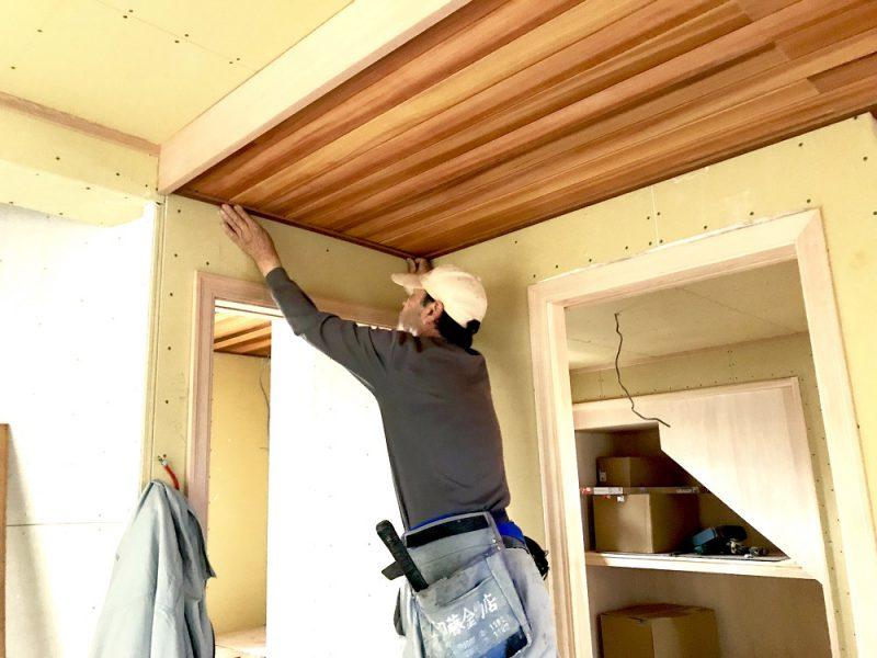 三重県 津市 新築工事 天井の板張り作業。