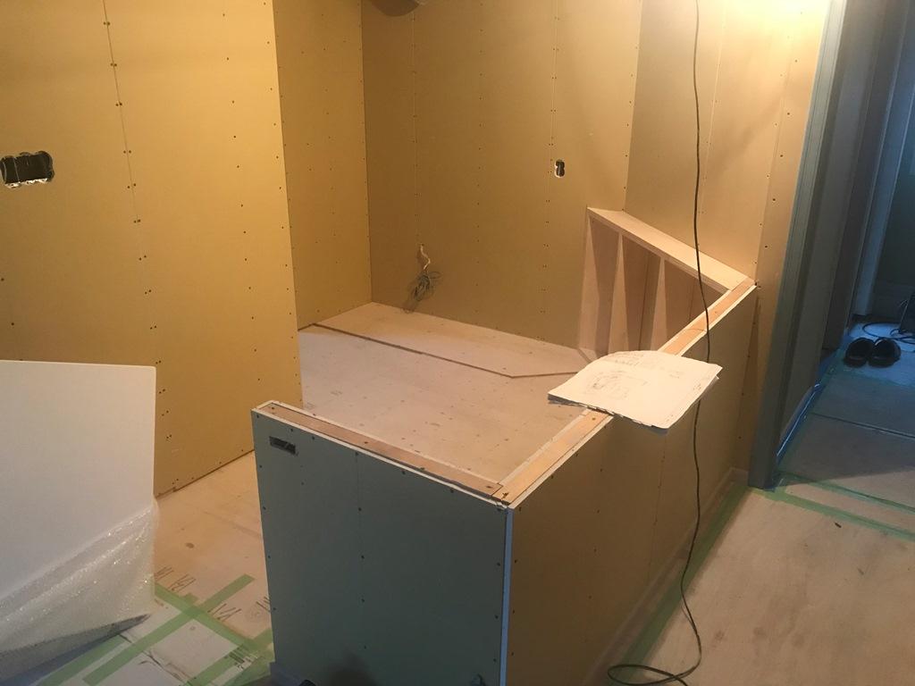 三重県 伊勢市 にてA型キッチン組み立て
